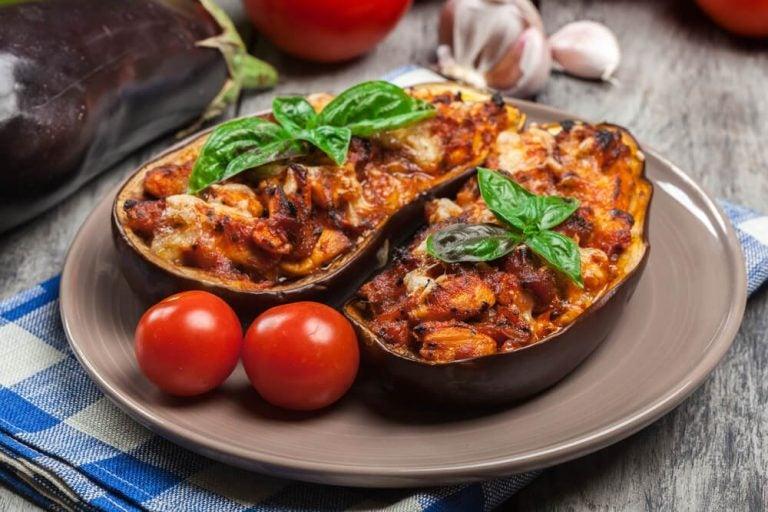 Фаршированные баклажаны с мясом: вкуснейший рецепт!