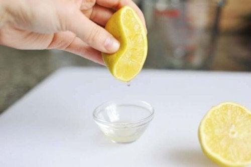 Отчистить от жира поможет лимон