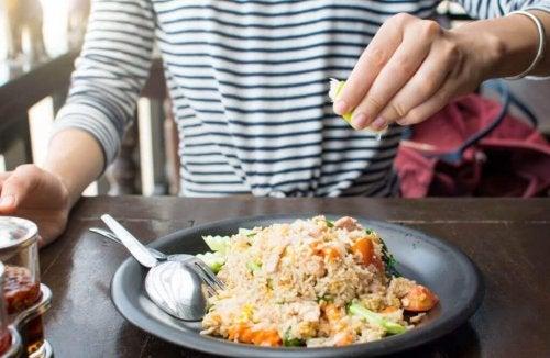 3 вкуснейших блюда из риса, которые можно легко приготовить дома