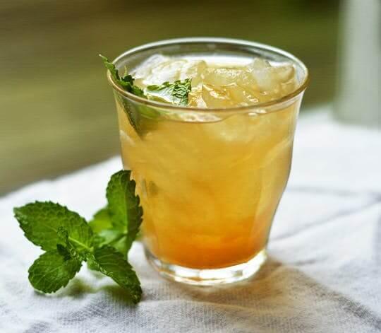 Пить зеленый чай с ананасом
