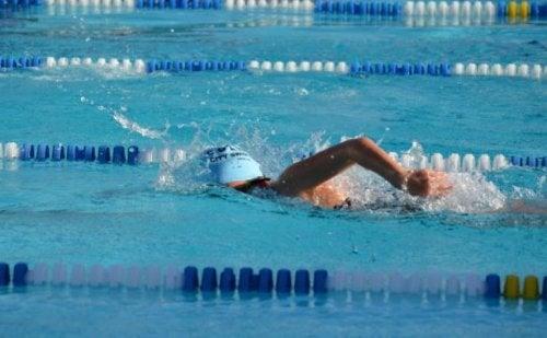 плавать - весело