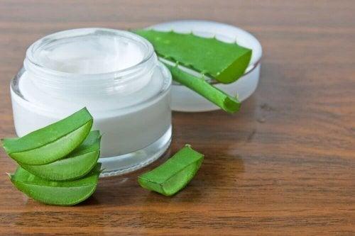 Регенерирующий крем из алоэ и оливкового масла