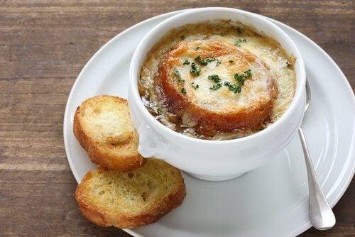 Суп из лука и сыра