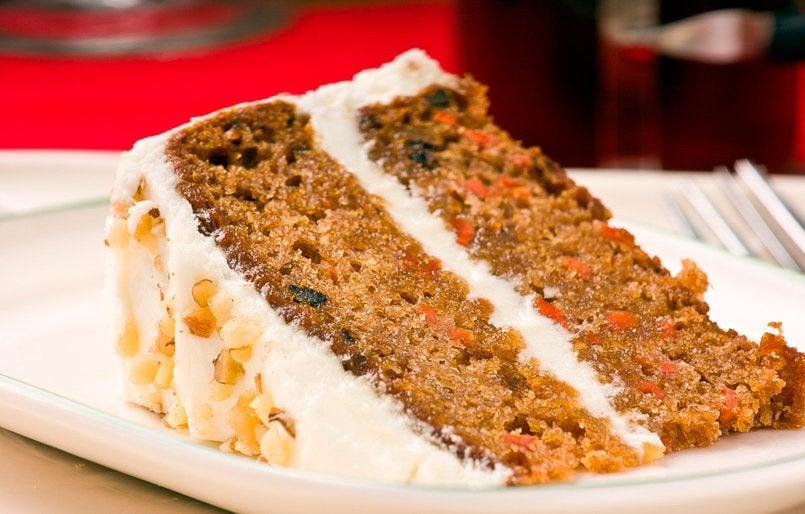 Морковный пирог с растительными сливками