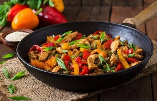 Курица с овощами: простой рецепт вкуснейшего блюда!