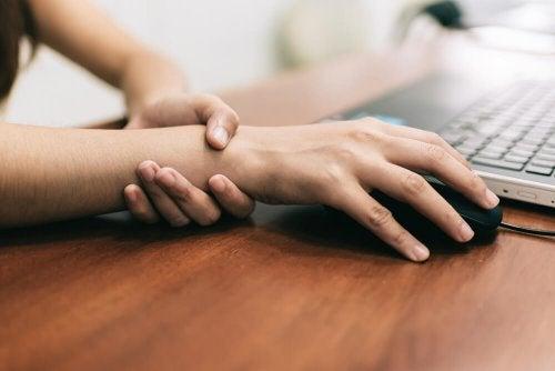 Эти 5 упражнений помогут при синдроме запястного канала
