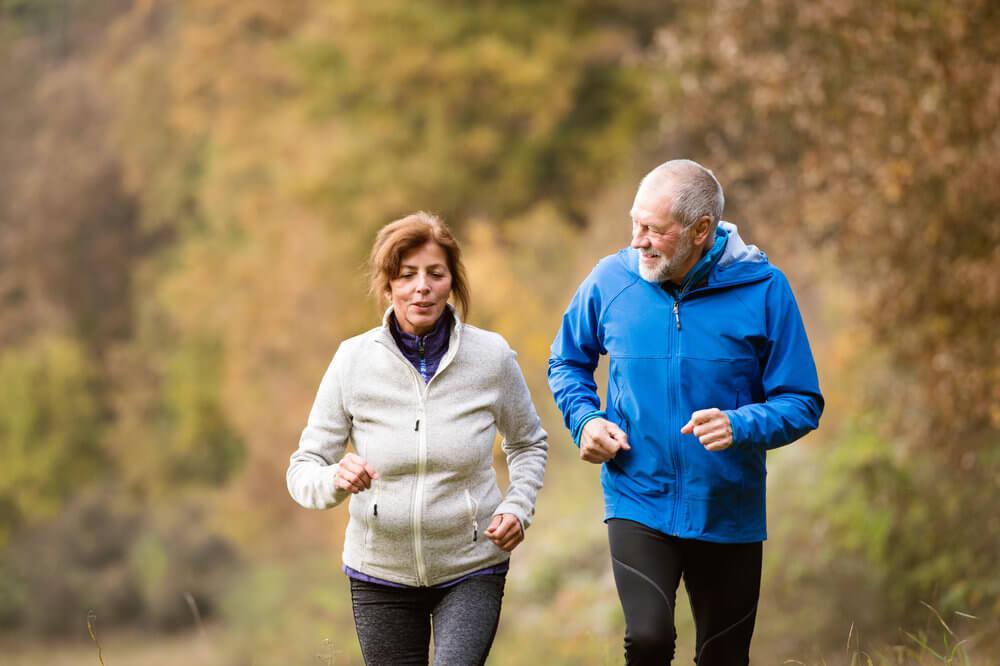 Заниматься спортом в старости
