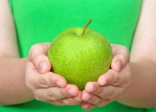 Диета на зеленых яблоках поможет вывести токсины