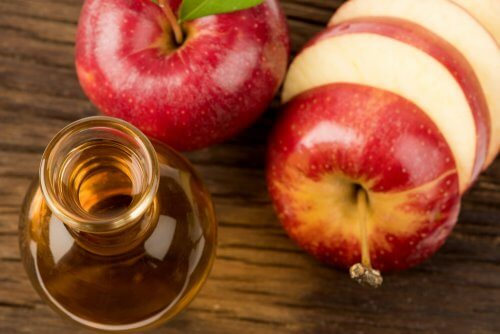 Яблочный уксус вылечит свищ на десне