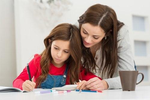 Мама учит дочь распоряжаться временем