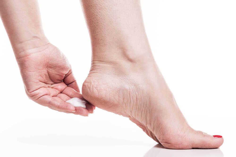 Шершавая кожа на ногах? Эти 7 домашних средств помогут!