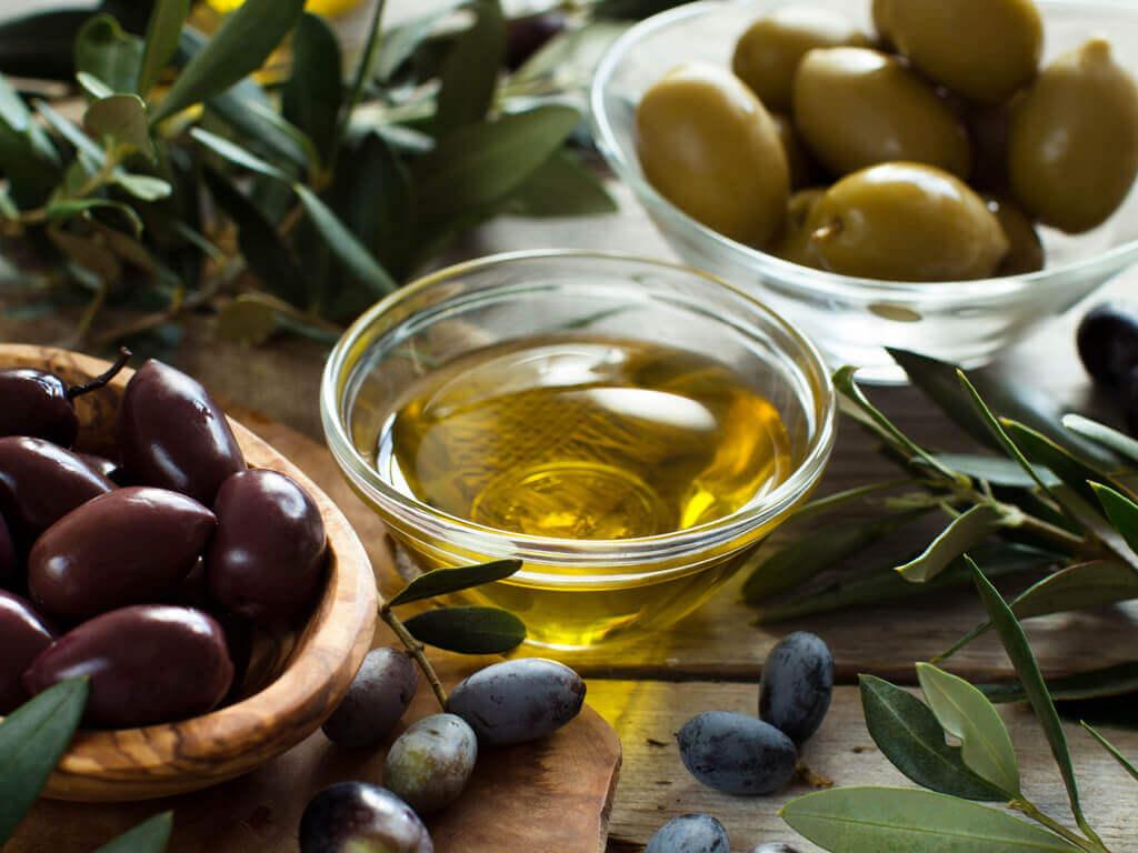 Шершавая кожи и оливковое масло