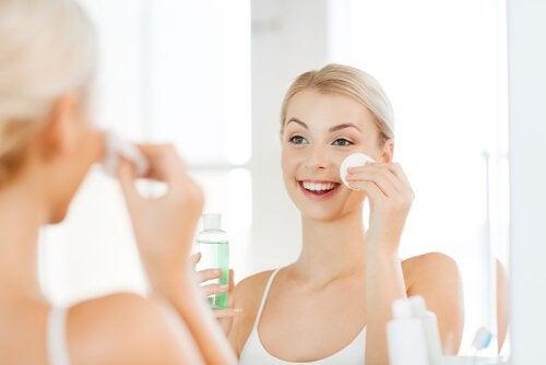 Нежная кожа лица и очищение тоником