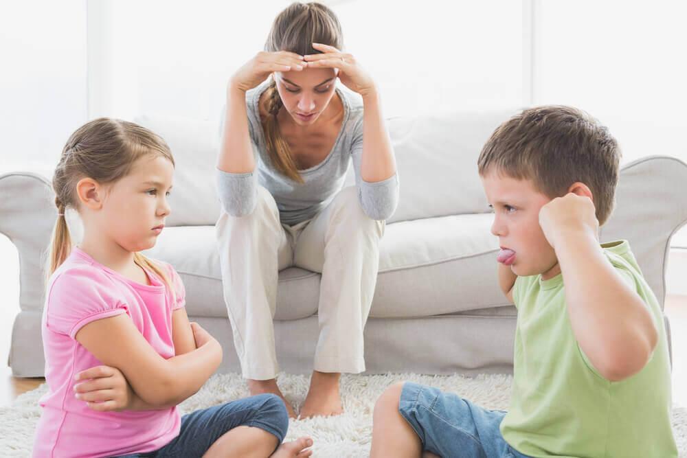 Дети плохо себя ведут а мать не знает что делать