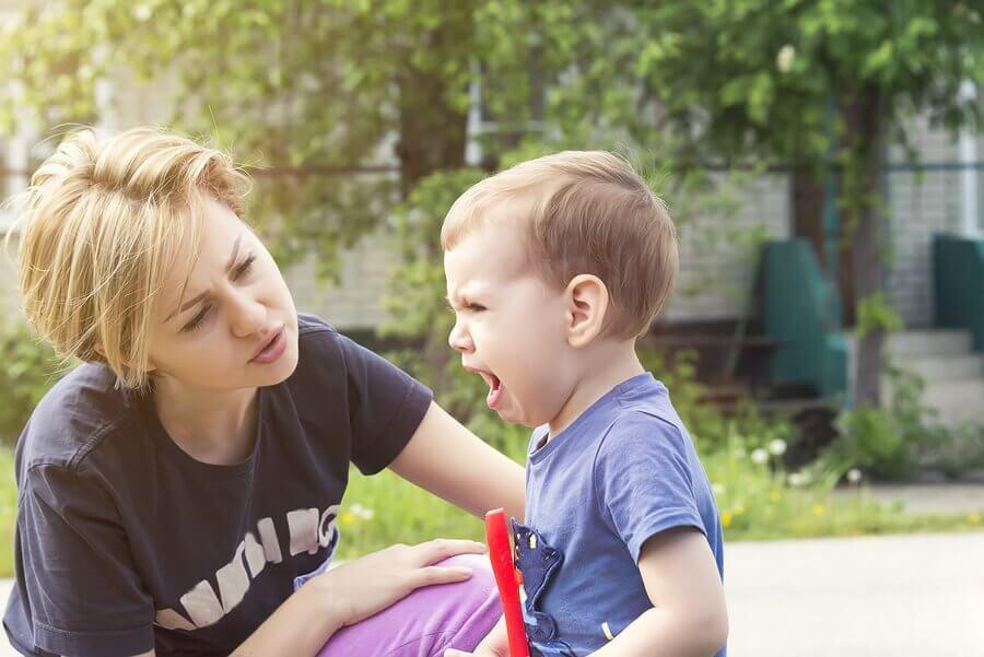 Детские драки и поведение мамы
