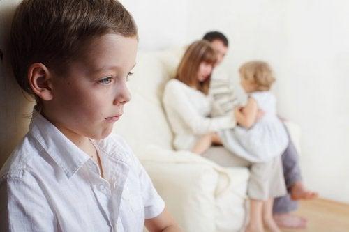 Как бороться с ревностью между детьми в семье?