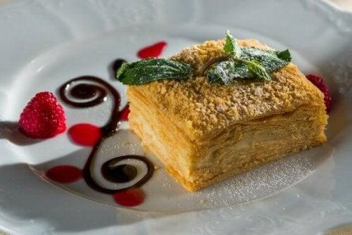 """Как приготовить торт """"Наполеон"""": пошаговый рецепт"""