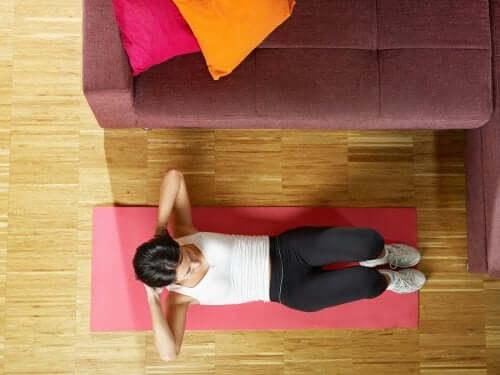 Как укрепить живот при помощи 5 простых упражнений?