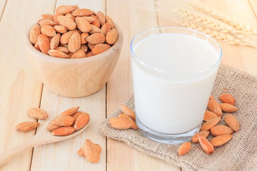Миндальное молоко на полдник