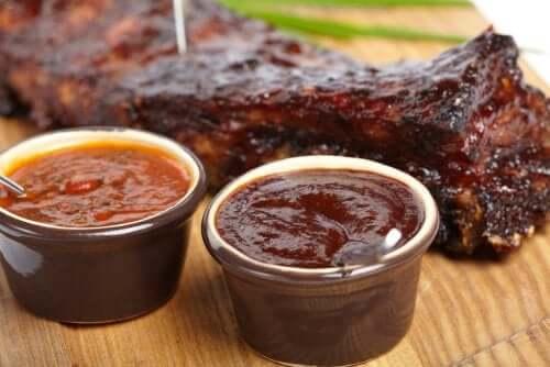 Соус барбекю: 3 вариации для ваших мясных блюд!