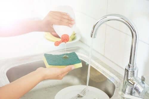 5 способов продезинфицировать кухонные губки
