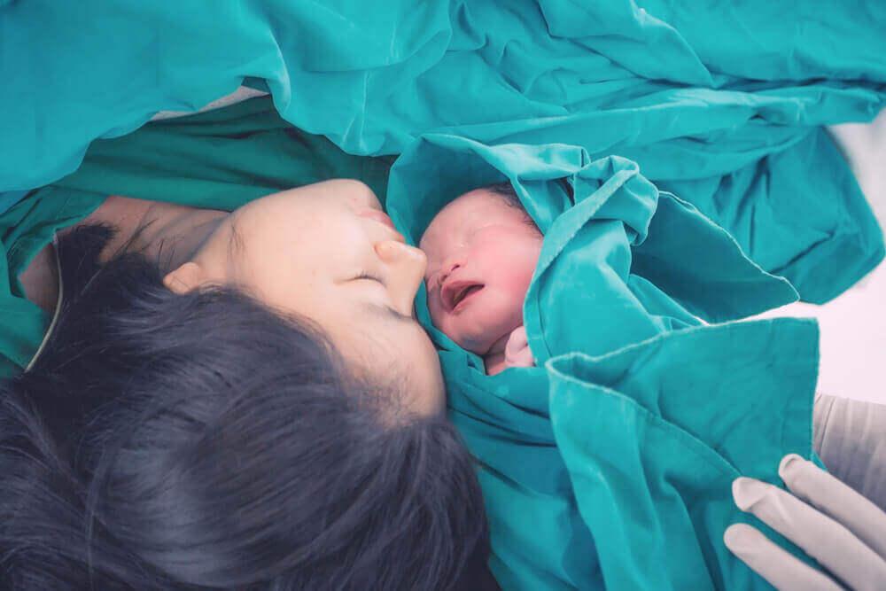 Индукция родов мама и ребенок