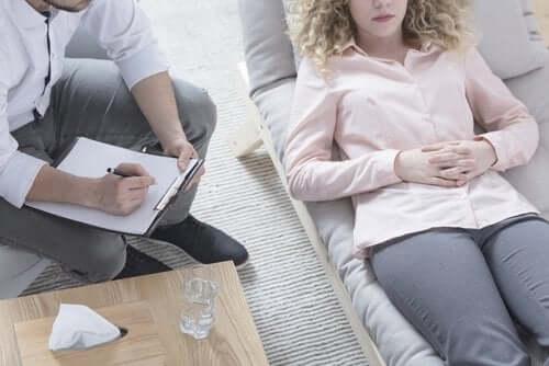 Шизофреноформное расстройство: как оно проявляется?