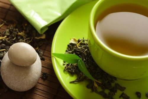 Зеленый чай помогает похудеть? Узнайте подробности!