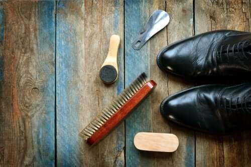 Как чистить кожаную обувь: 5 полезных советов