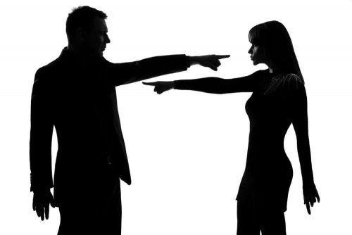 Эмоциональное насилие в отношениях и взаимные обвинения