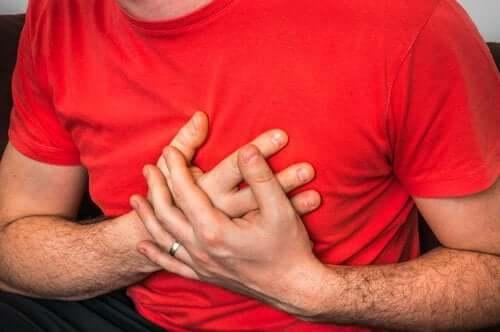 Боль в груди при кашле: какие могут быть причины?