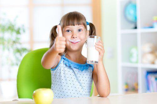 Детям полезно пить молоко