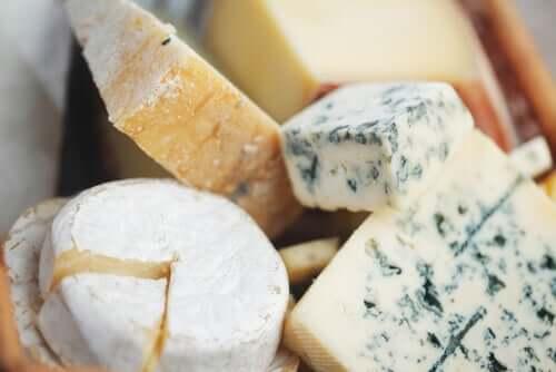 Как резать сыр бри