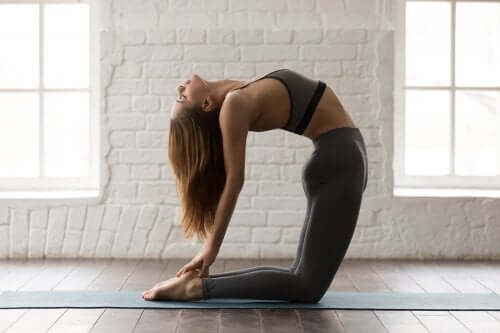 Йога: 5 поз, чтобы проработать мышцы пресса