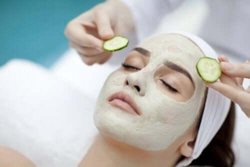 Как правильно увлажнять кожу масками