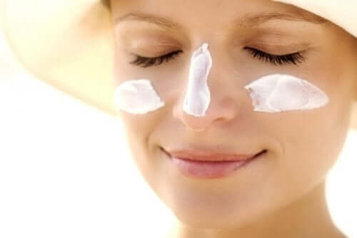 Как правильно увлажнять кожу и защищать ее от солнца
