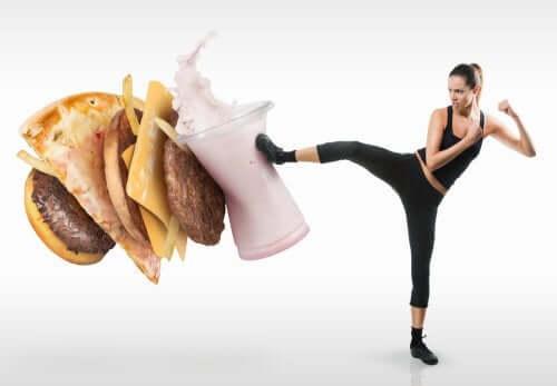 Как побороть соблазн съесть что-то вредное? Полезные советы