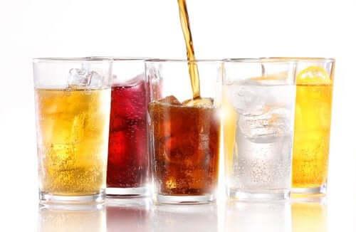 Прохладительные напитки без сахара: можно ли от них поправиться?