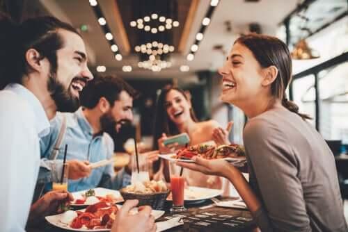 Друзья в ресторане