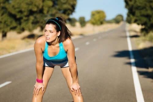 Молочная кислота вырабатывается в мышцах