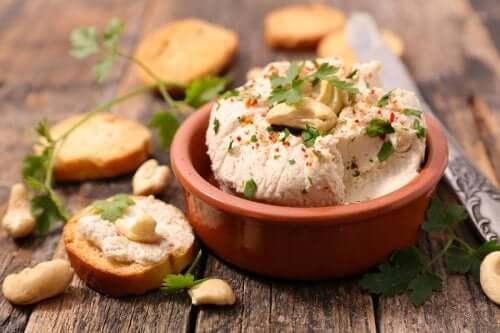 Веганский сыр: 3 способа его приготовить
