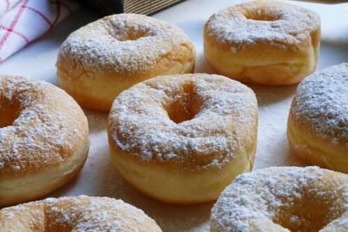 Восхитительные пончики, которые можно приготовить дома!