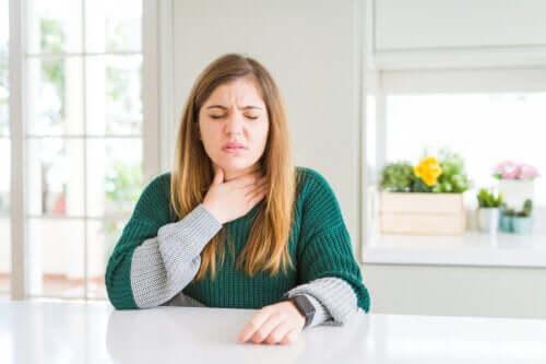 Как успокоить раздражение в горле?