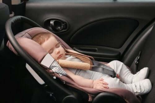 Дальнее путешествие с ребенком в машине