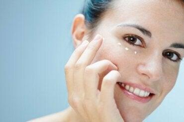 Кожа вокруг глаз: 6 способов ухаживать за ней