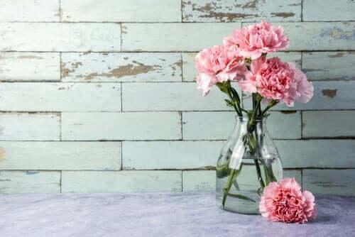 3 быстрых способа помыть стеклянные вазы