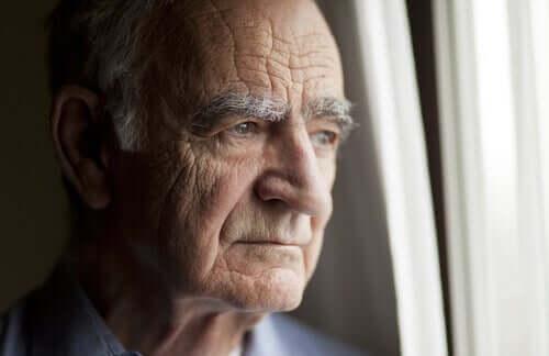 пожилым людям надо самоизолироваться
