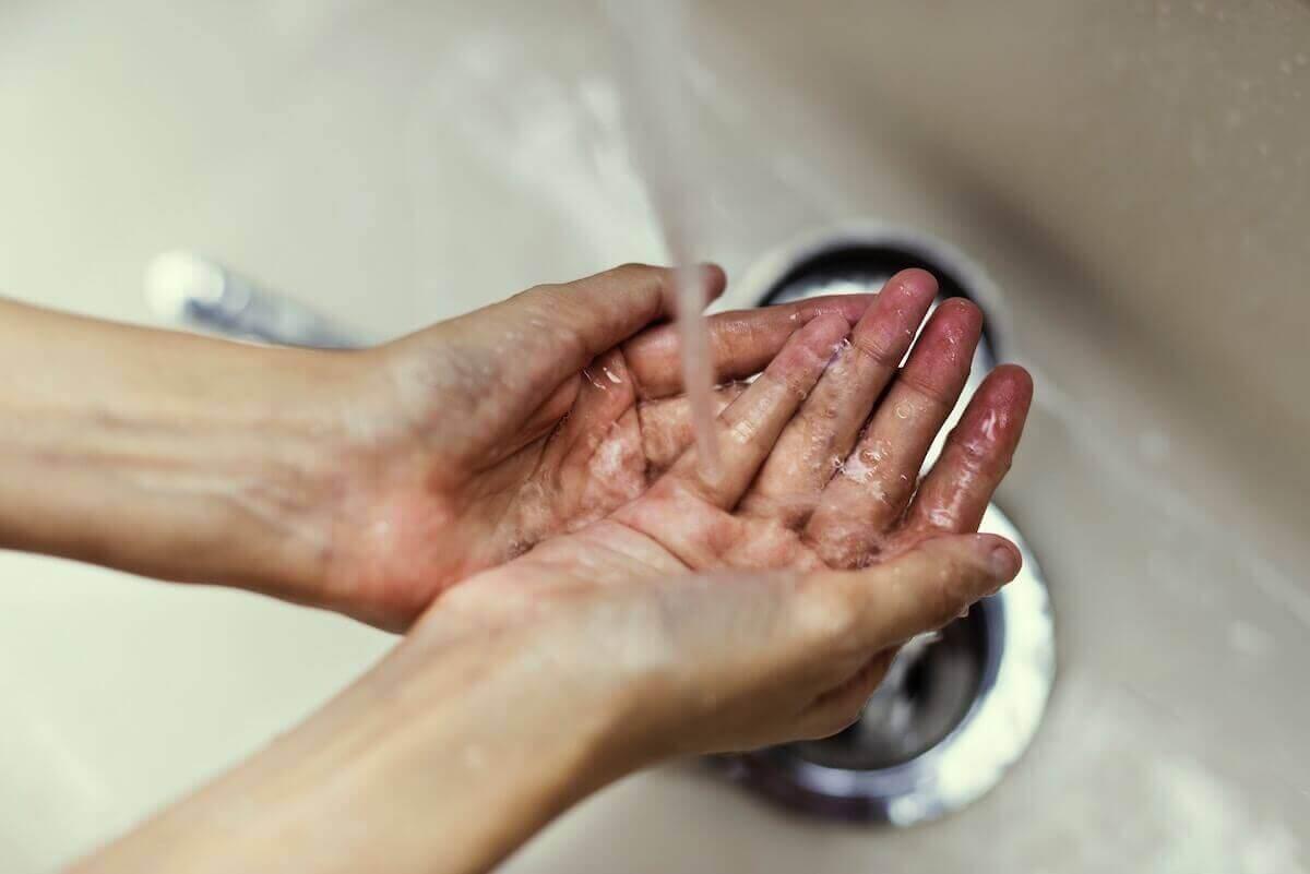 Мыть руки защитит от коронавируса пациентов с онкологией