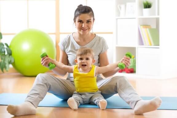 Как научить ребенка сидеть?