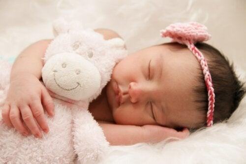 Спать с включенным или выключенным светом лучше для ребенка?